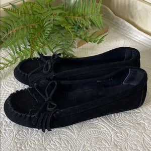 MINNETONKA 9.5 Kilty Black Suede Leather Moccasins